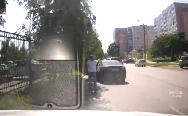 Туляк пытался зарубить топором «подрезавшего» его водителя