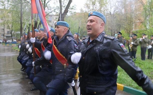 У домов тульских ветеранов прошли парады