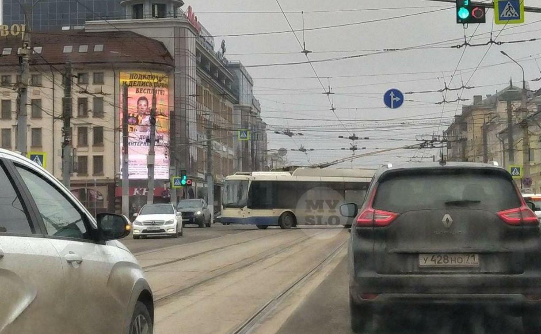 В центре Тулы образовалась пробка из-за троллейбуса