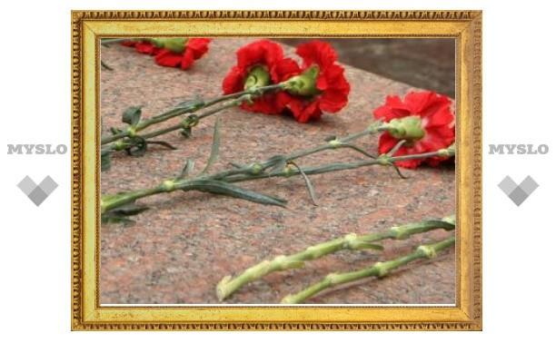Житель Егорьевска украл цветы с мемориала ради ветеранов