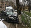 На ул. Кирова в Туле легковушка влетела в дерево