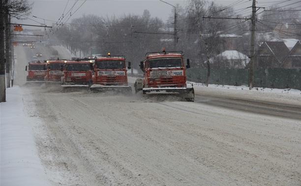 Коммунальные предприятия Тулы убирают снег в круглосуточном режиме