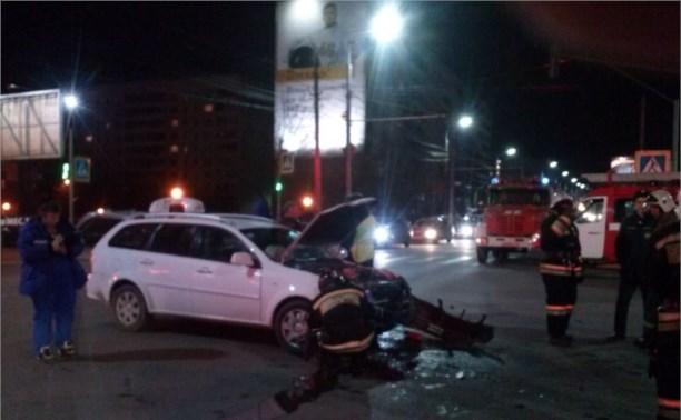 Автомобиль загорелся после ДТП на перекрёстке Ложевая-Степанова