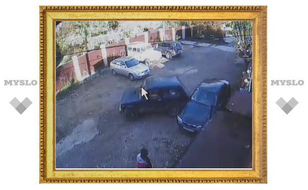"""Пьяный водитель на """"Ниве"""" """"нашел"""" одно препятствие на пустой парковке"""
