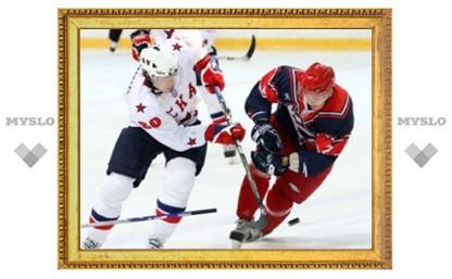 """Хоккеист """"Крыльев Советов"""" получил колющий удар клюшкой в глаз"""
