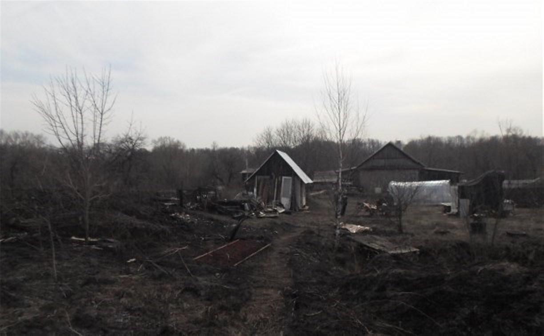 В Кимовском районе пенсионер сгорел, сжигая траву на участке