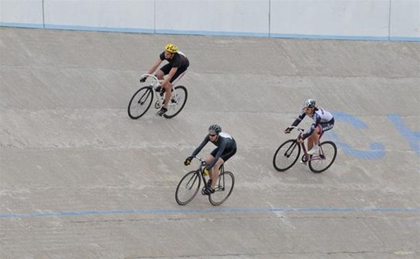 В Туле велосипедисты-любители посоревновались на треке