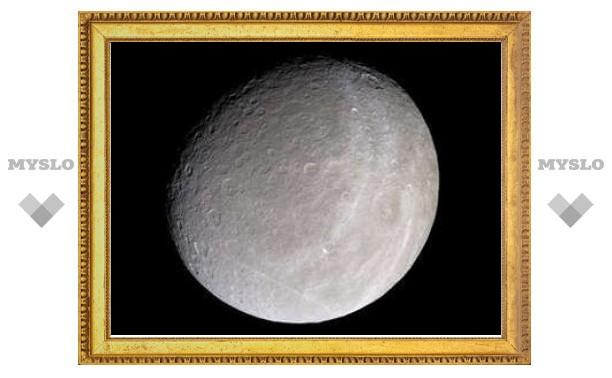 Спутник Сатурна лишили найденных в 2008 году колец