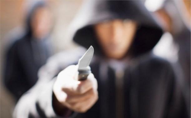 В центре Тулы трое мужчин напали на прохожего и похитили у него ноутбук