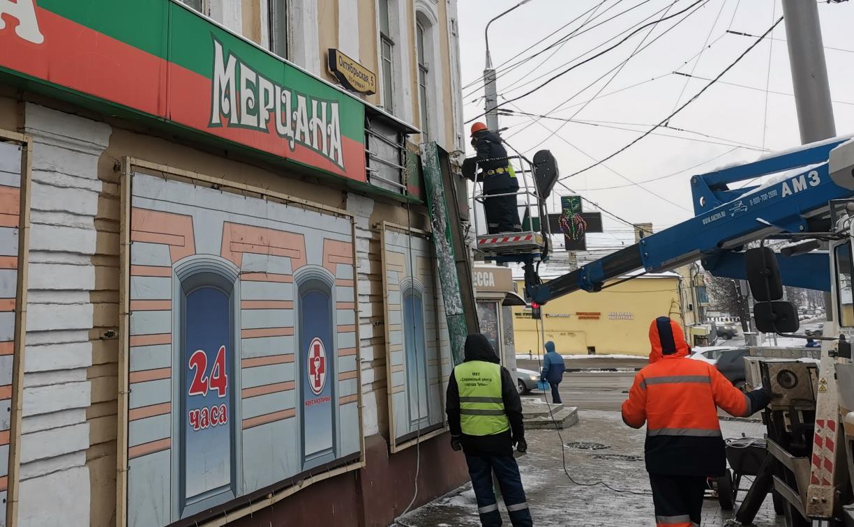 С улицы Октябрьской убрали более 150 незаконных рекламных вывесок