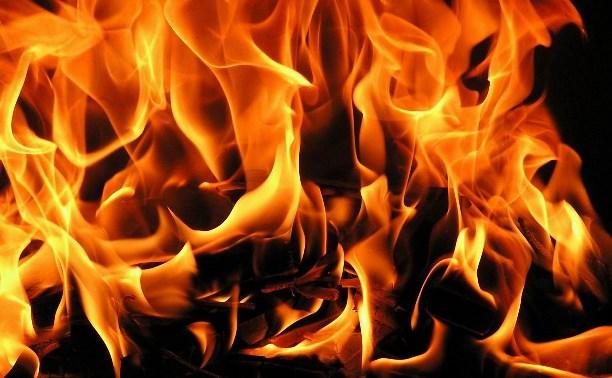 В результате пожара в частном доме сгорел потолок кухни