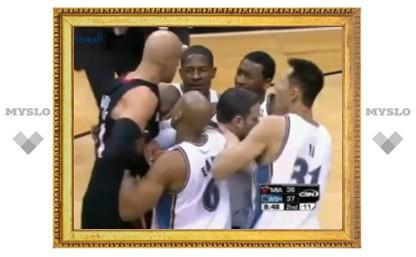 Баскетболисты устроили драку во время матча НБА