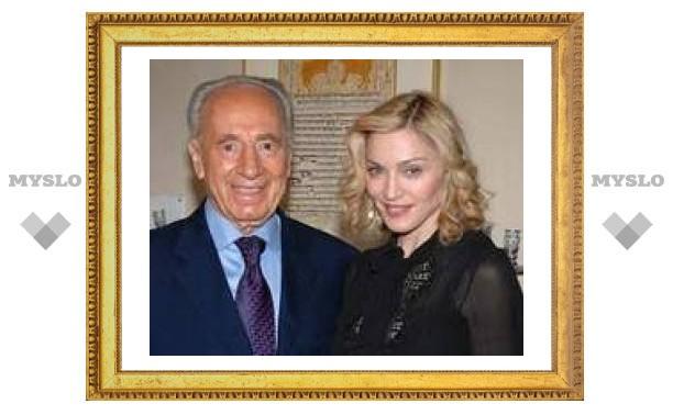 Шимон Перес подарил Мадонне Ветхий завет