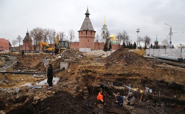 При раскопках в центре Тулы найдена верхушка древнего склепа