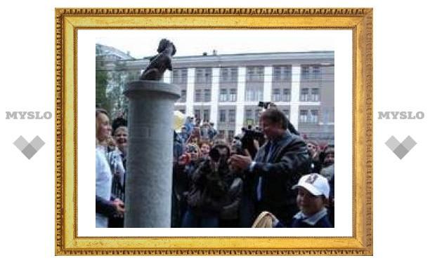 Памятник Хвосту в Туле встал в полный рост!