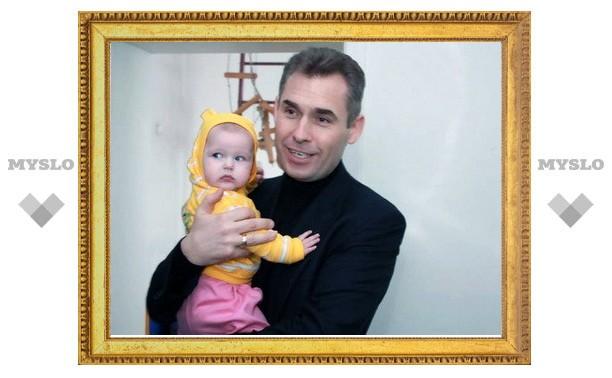 Астахов посетил новую квартиру тульской сироты