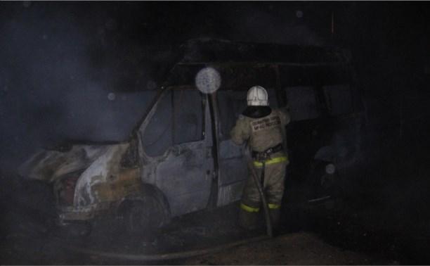 Два пожарных расчёта тушили в Туле горящую «Газель»