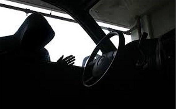Сотрудник компании угнал служебный автомобиль, чтобы съездить домой