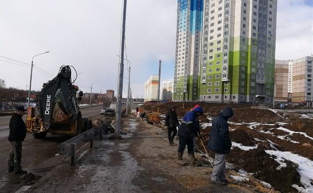 В Туле на ул. Хворостухина восстанавливают размытый тротуар