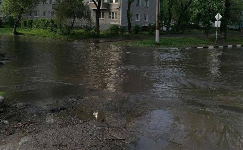 В Туле машины «плывут» по затопленной после дождей ул. Новомосковской: видео