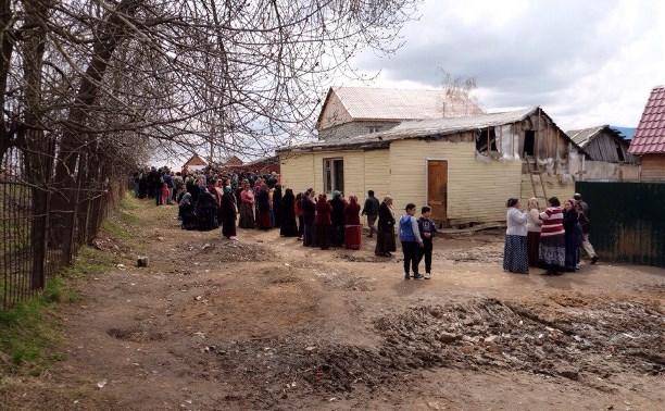 Жители цыганского поселения приступили к сносу первого дома в Плеханово