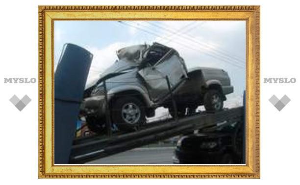 Автовоз протаранил мост новым УАЗиком