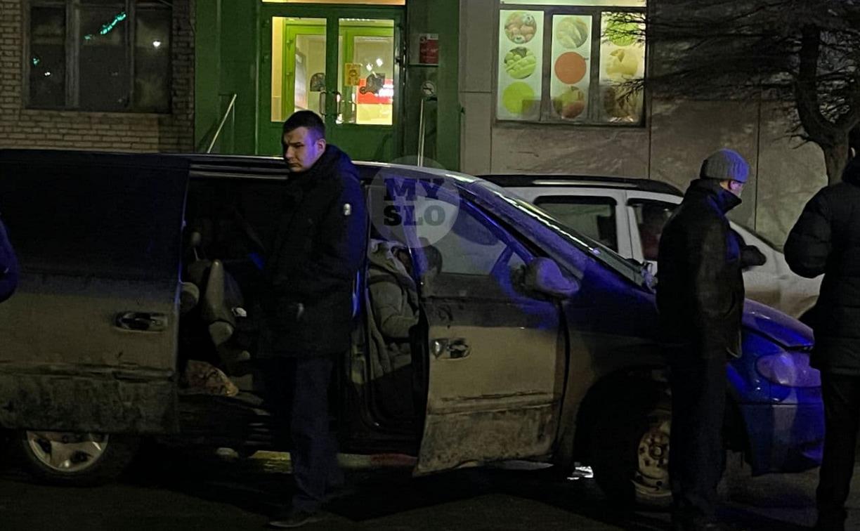 В машине на улице Болдина обнаружили три трупа