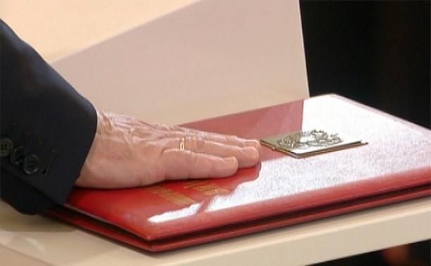 Госдума предлагает обязать чиновников и депутатов давать присягу Родине