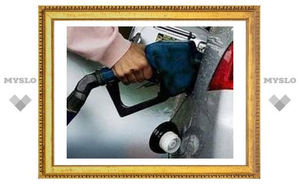 К концу года бензин в России подешевеет на рубль