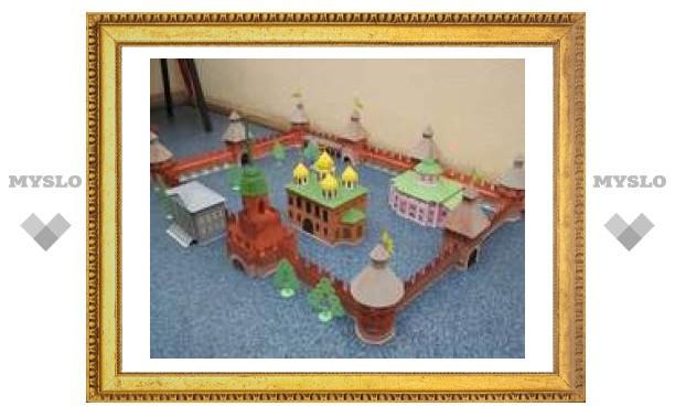 Тульский школьник построил своими руками кремль
