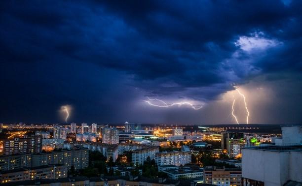 В Тульской области в ближайшие часы ожидается гроза и сильный ветер