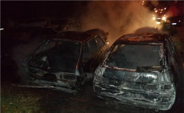 В Щекино рано утром сгорели три легковушки