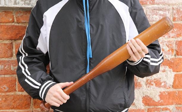 В Одоевском районе местный житель угрожал полицейским битой