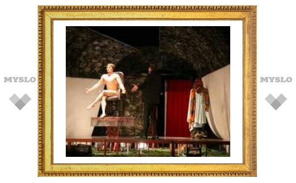 В Туле Сергей Безруков устроил секс на сцене