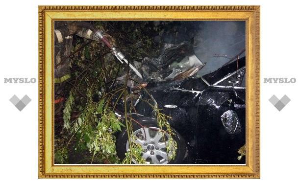 Toyota Camry загорелась после ДТП под Тулой
