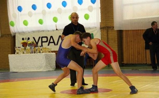 Тульские борцы заняли призовые места на соревнованиях по греко-римской борьбе
