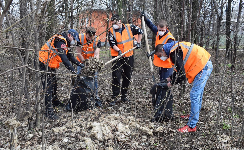 Более 250 сотрудников АО «Тулачермет» и ООО «Тулачермет-Сталь» приняли участие в общегородском субботнике