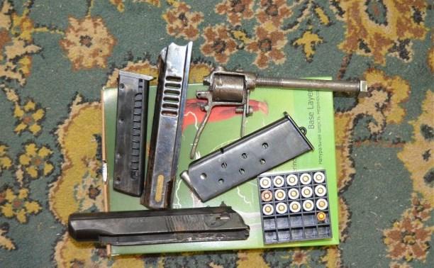 Сотрудники ФСБ нашли дома у жителя Узловой подпольный арсенал