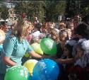 В Новомосковске школьников поздравили судебные приставы и Дед Мороз