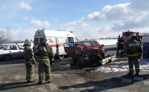 В аварии на трассе М2 пострадали два человека