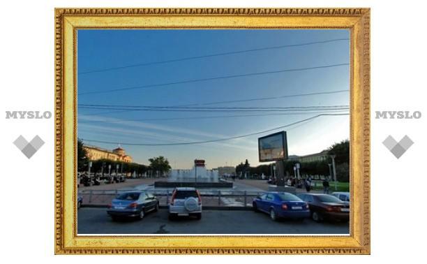 В центре Петербурга машина с людьми провалилась в яму с кипятком