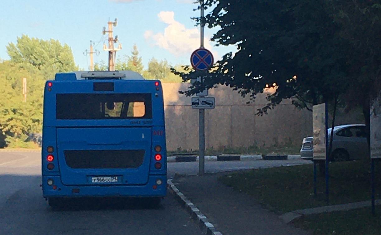 «Накажи автохама»: автобусы паркуются под запрещающим знаком на ул. Маргелова