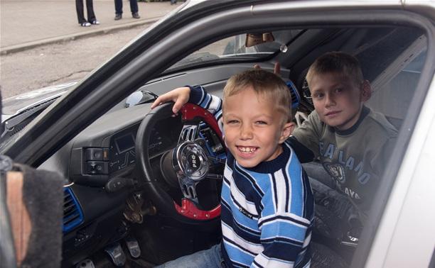 Тульские гонщики из автоклуба R.U.S.71 посетили Яснополянский детский дом