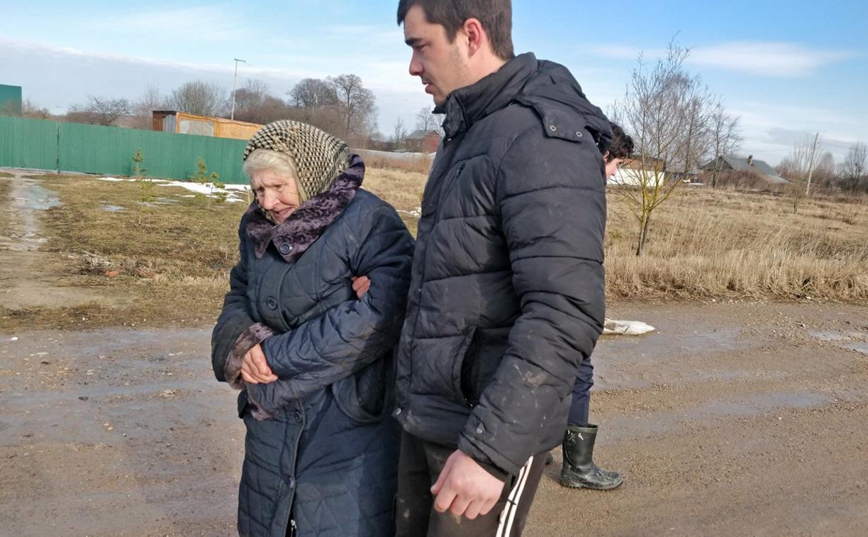 В Тульской области волонтеры нашли заблудившуюся 91-летнюю бабушку