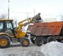 В Туле снег расчищают днем и ночью