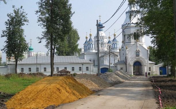 В Туле продолжается благоустройство сквера у Щегловского мужского монастыря