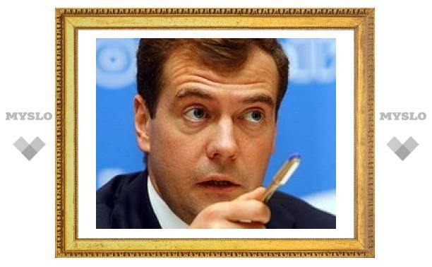 Медведеву назвали проблемы, над которыми ему надо работать