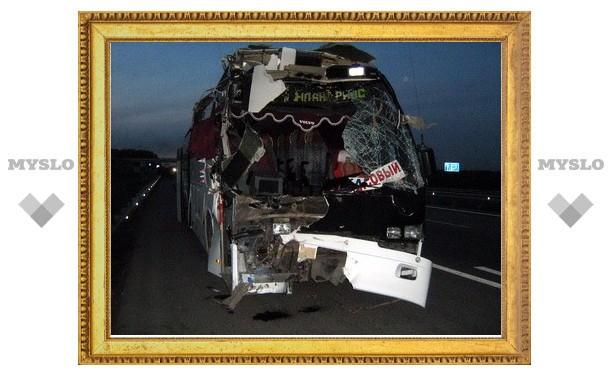В Тульской области пассажирский автобус протаранил грузовик