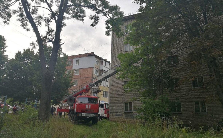 Во время пожара в пятиэтажке на проспекте Ленина пострадал человек: видео