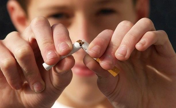 Депутаты Тульской областной Думы запретили курить на остановках и рядом с торговыми центрами